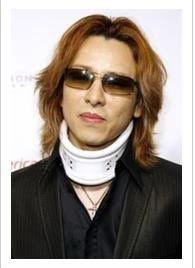 [YOSHIKI] [Misc] Yoshiki acudio a la gala de rock the kasbah (octubre 09) R6
