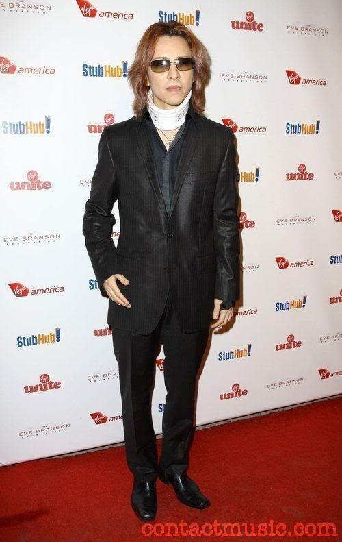 [YOSHIKI] [Misc] Yoshiki acudio a la gala de rock the kasbah (octubre 09) Yoshiki_2631132