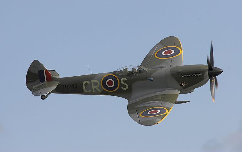 El inicio en el coleccionismo 800px-Supermarine_Spitfire_Mk_XVI_N