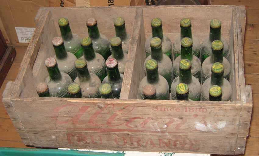 """24 bouteilles de liqueur """"Stubby"""" de Allan's, Montreal 24allans-pleines"""