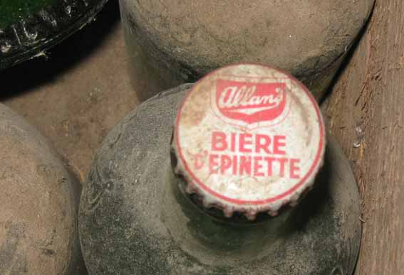 """24 bouteilles de liqueur """"Stubby"""" de Allan's, Montreal 24allans-pleines3"""