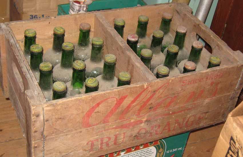 """24 bouteilles de liqueur """"Stubby"""" de Allan's, Montreal 24allans-pleines4"""