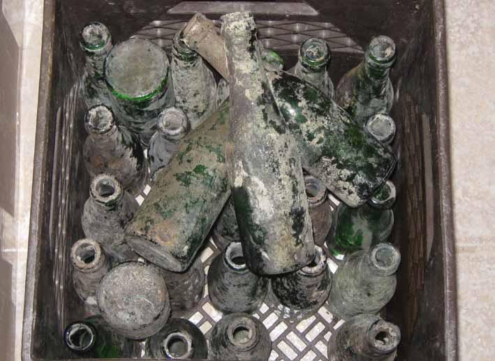 Excellent truc pour laver une bouteille très sale Bouteilles-sales-avant