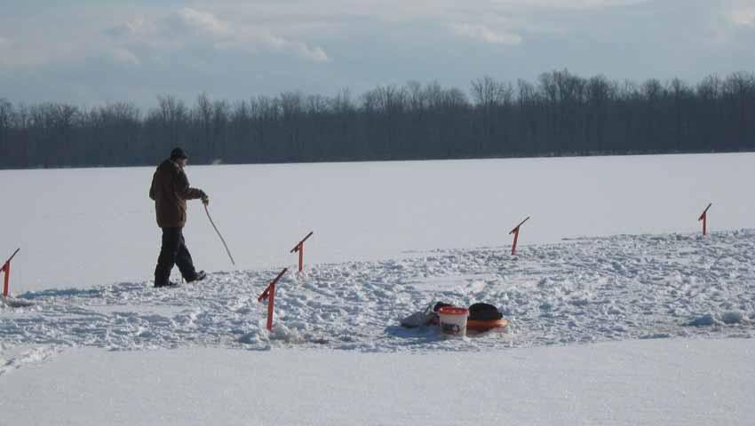 histoire de peche  Peche-glace2010