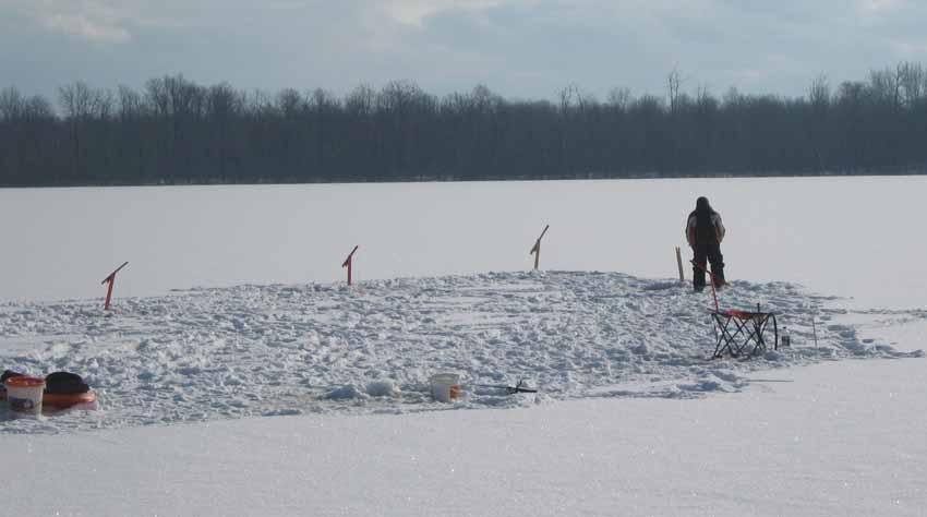 histoire de peche  Peche-glace2010A