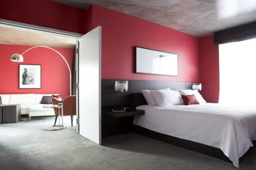 Ivans & Honokas Zimmerlein 5652164bc12b0c98_red-wall-bedroom-i