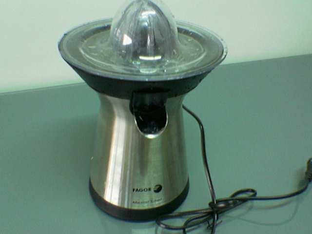 [Wiki] Juicer - Máy ép trái cây Espremedor_eleacutectrico