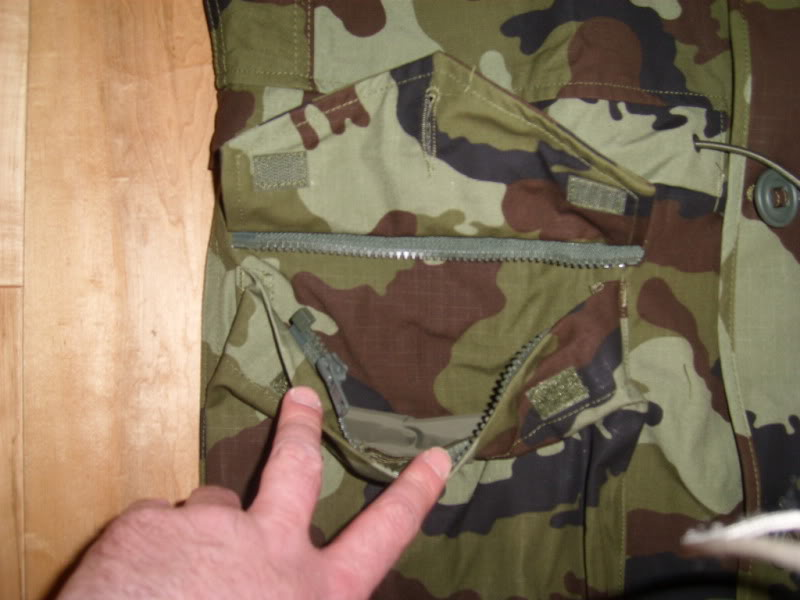 2010 Pattern Irish Army Field dress. Lowerpocketzipopennotezipseparation