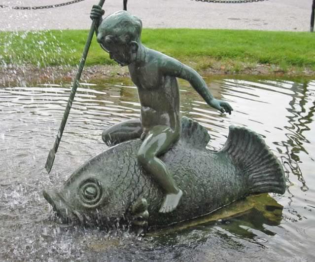 Čudne statue širom sveta - Page 5 Berulvs_tju