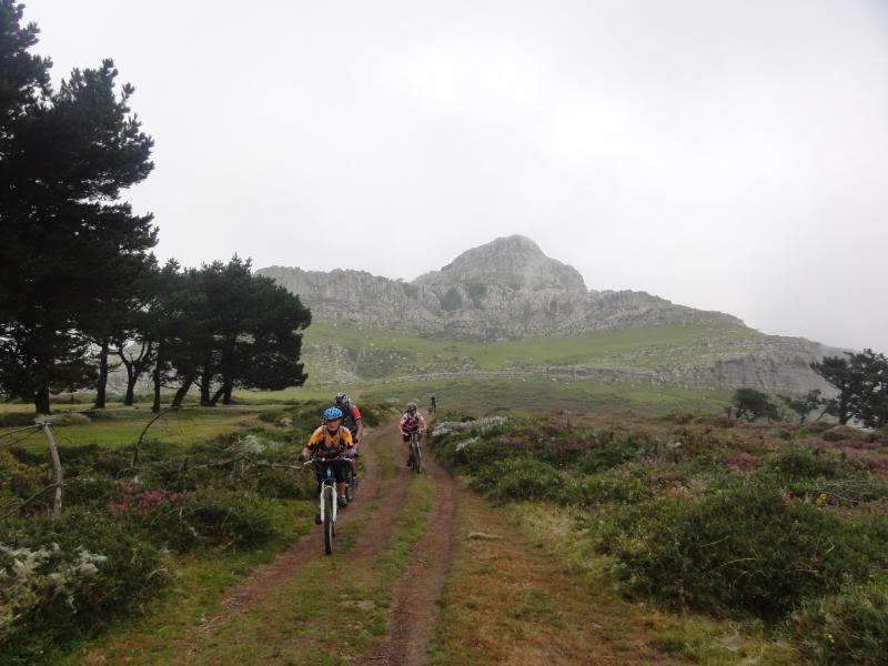 Pico Cerredo 634m. Ventoso 731m. desde Castro Urdiales DSC00907