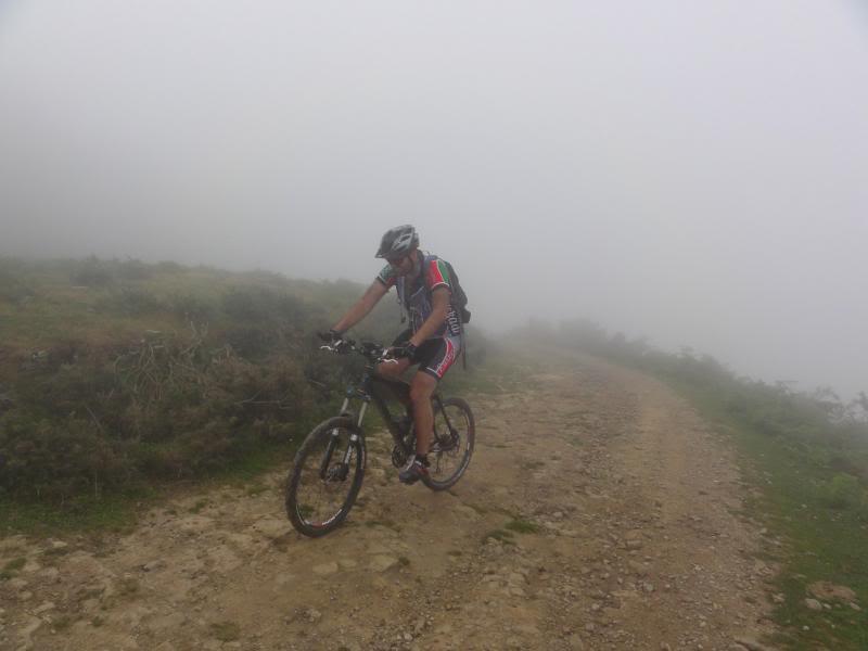 Pico Cerredo 634m. Ventoso 731m. desde Castro Urdiales DSC00915