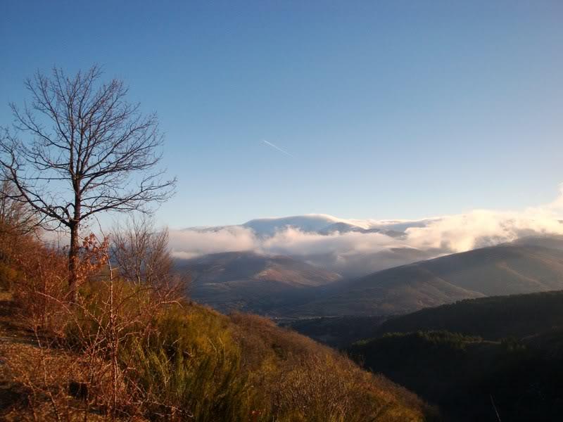 Haciendo el payaso subiendo al Pico Mencilla 1.932m. MENCILLA069