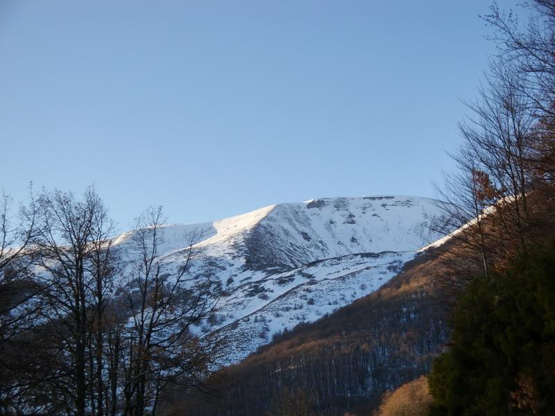 Haciendo el payaso subiendo al Pico Mencilla 1.932m. MENCILLA070