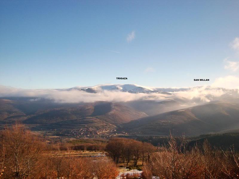 Haciendo el payaso subiendo al Pico Mencilla 1.932m. MENCILLA090