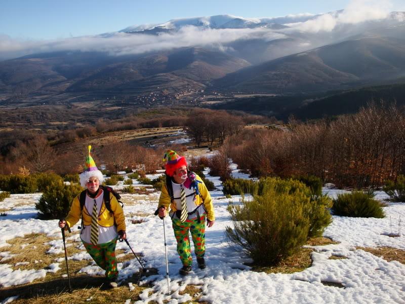Haciendo el payaso subiendo al Pico Mencilla 1.932m. MENCILLA093
