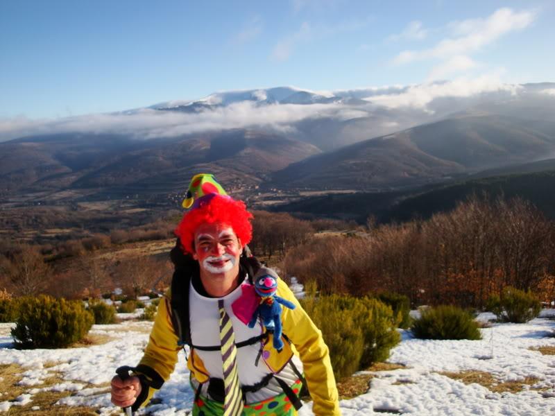 Haciendo el payaso subiendo al Pico Mencilla 1.932m. MENCILLA094