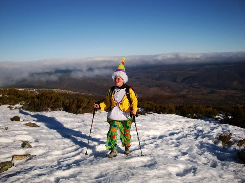 Haciendo el payaso subiendo al Pico Mencilla 1.932m. MENCILLA114