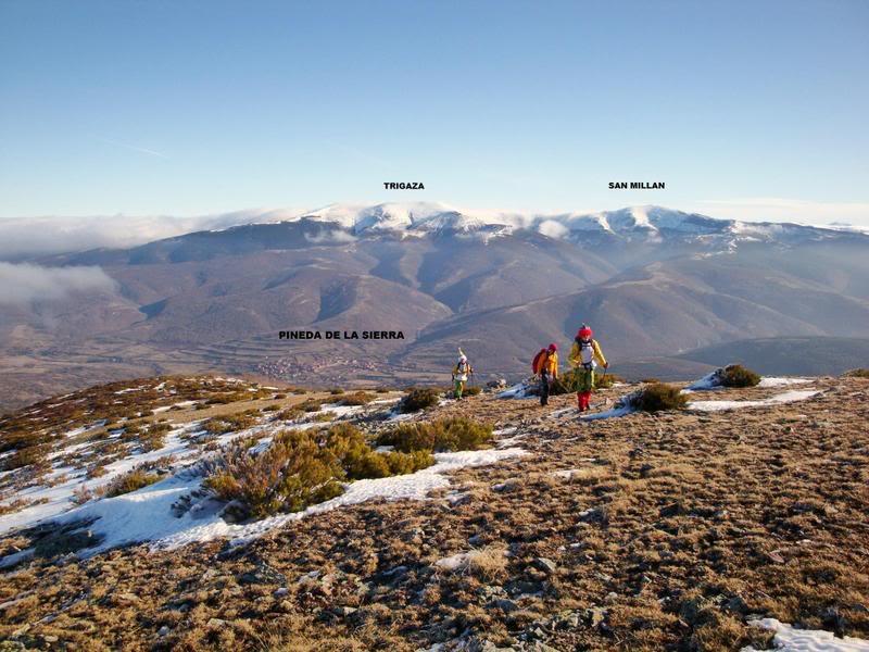 Haciendo el payaso subiendo al Pico Mencilla 1.932m. MENCILLA126