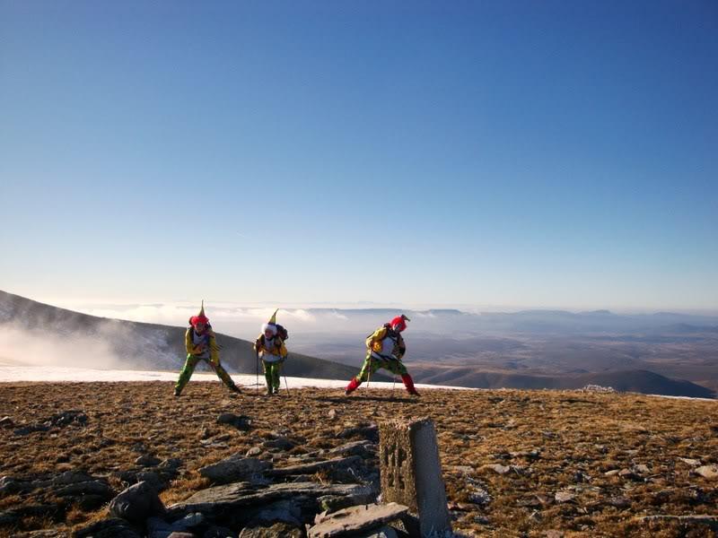 Haciendo el payaso subiendo al Pico Mencilla 1.932m. MENCILLA134