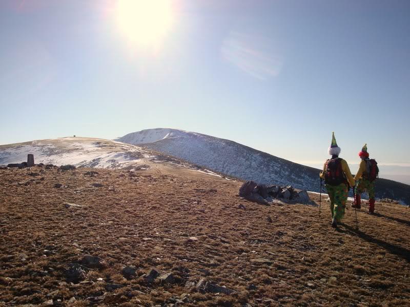 Haciendo el payaso subiendo al Pico Mencilla 1.932m. MENCILLA154