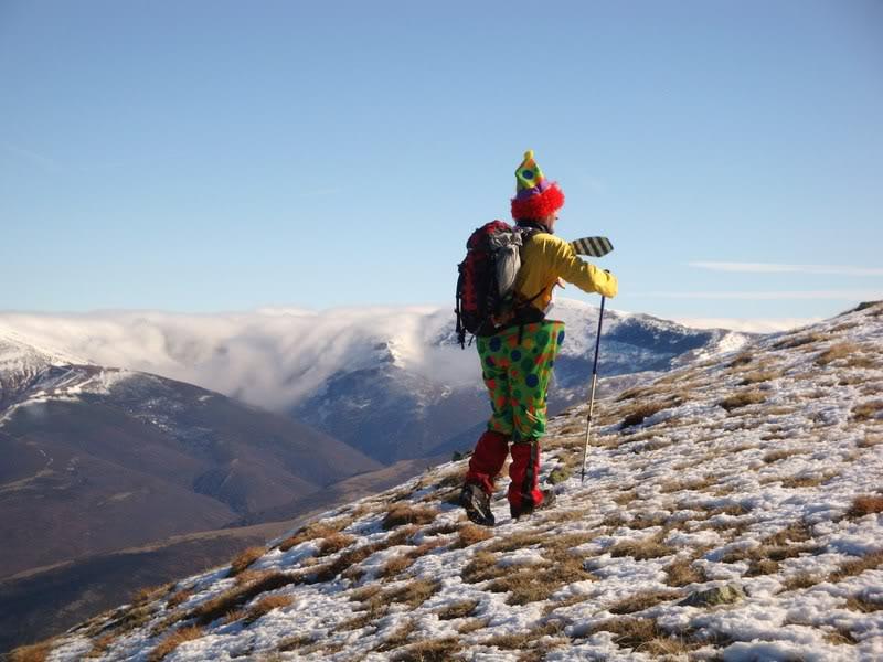 Haciendo el payaso subiendo al Pico Mencilla 1.932m. MENCILLA172