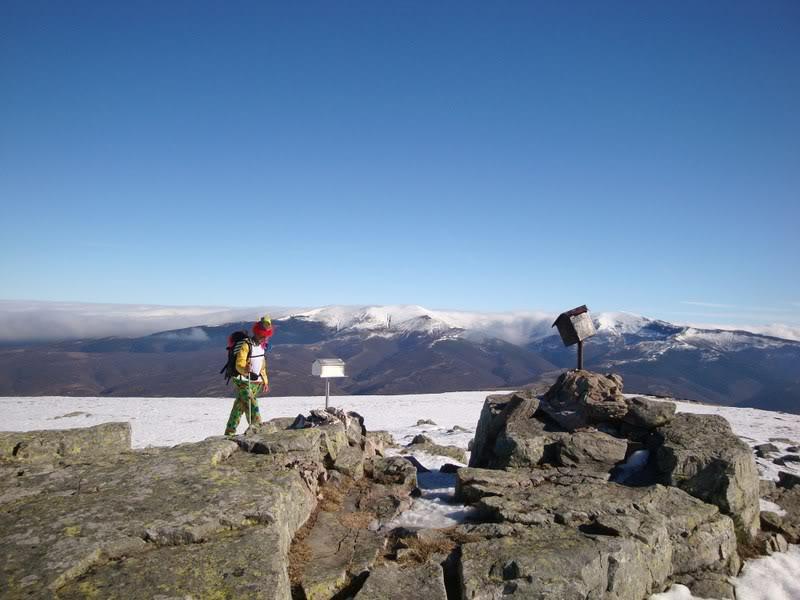 Haciendo el payaso subiendo al Pico Mencilla 1.932m. MENCILLA176