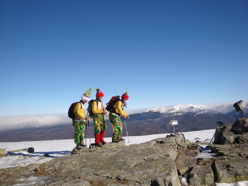 Haciendo el payaso subiendo al Pico Mencilla 1.932m. MENCILLA186