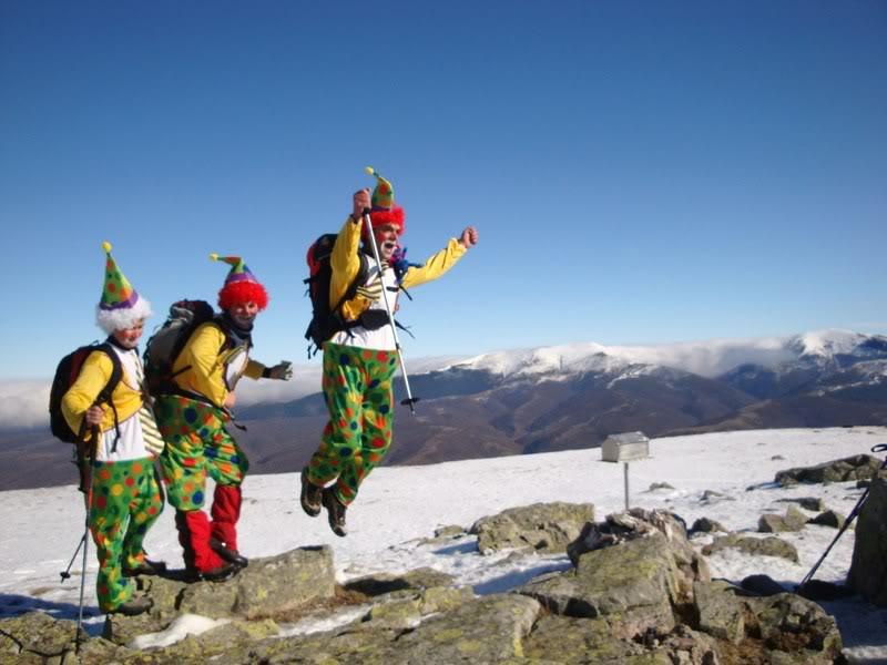 Haciendo el payaso subiendo al Pico Mencilla 1.932m. MENCILLA189