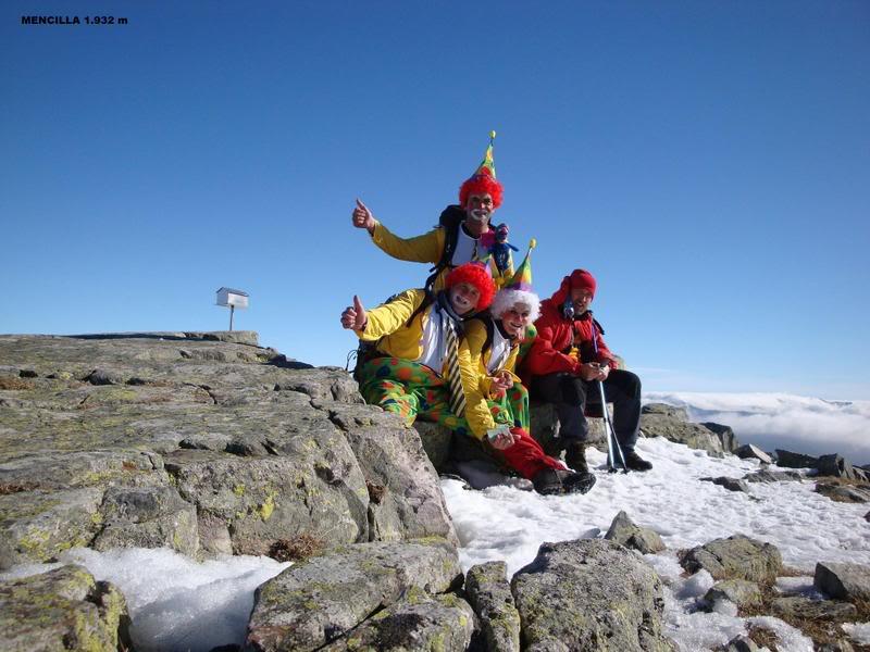 Haciendo el payaso subiendo al Pico Mencilla 1.932m. MENCILLA193