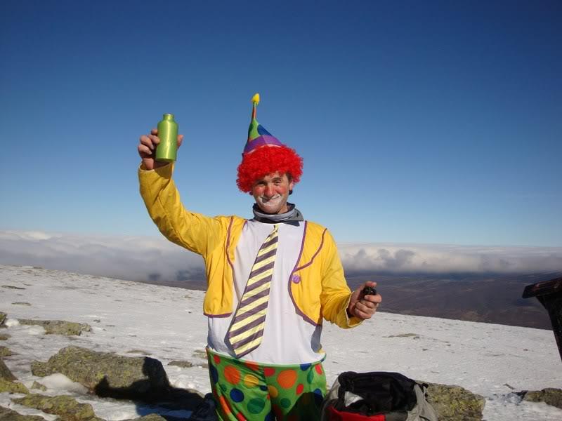 Haciendo el payaso subiendo al Pico Mencilla 1.932m. MENCILLA197