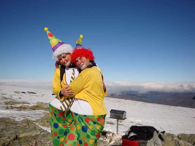 Haciendo el payaso subiendo al Pico Mencilla 1.932m. MENCILLA199