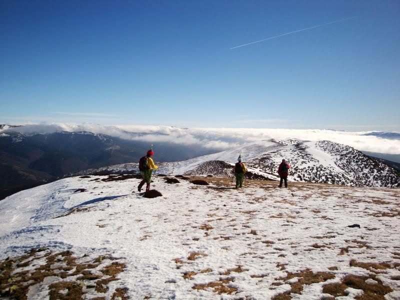 Haciendo el payaso subiendo al Pico Mencilla 1.932m. MENCILLA204