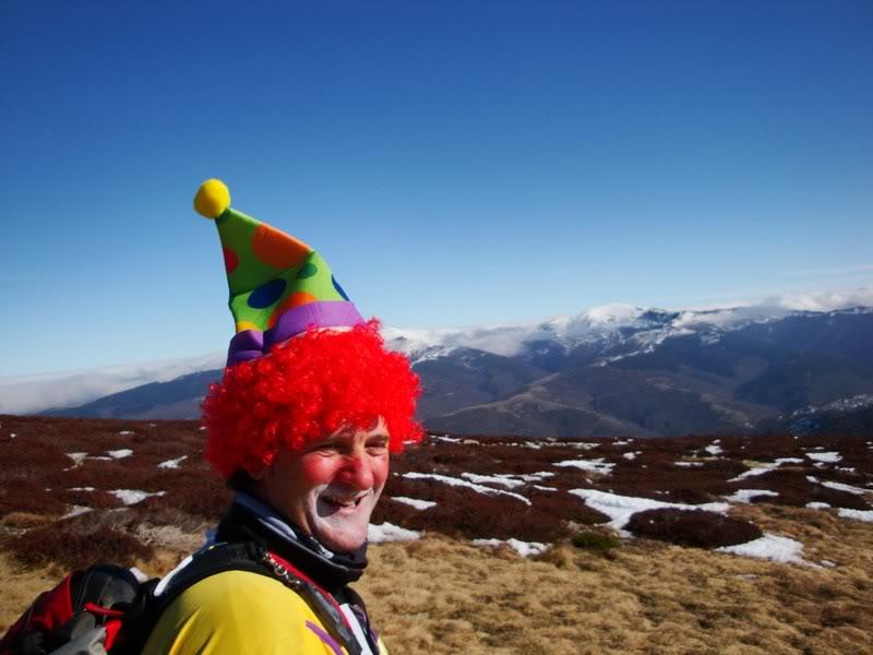 Haciendo el payaso subiendo al Pico Mencilla 1.932m. MENCILLA208