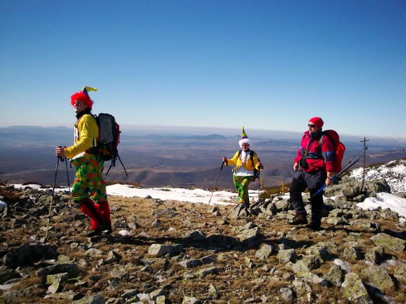 Haciendo el payaso subiendo al Pico Mencilla 1.932m. MENCILLA213