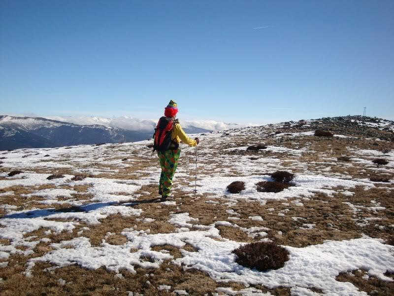 Haciendo el payaso subiendo al Pico Mencilla 1.932m. MENCILLA214