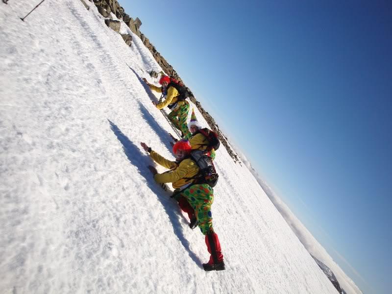 Haciendo el payaso subiendo al Pico Mencilla 1.932m. MENCILLA219