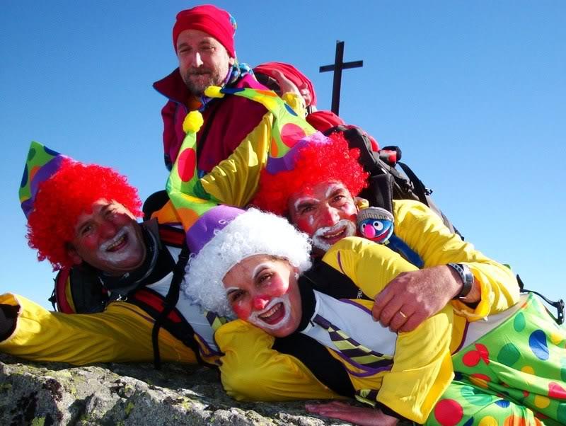 Haciendo el payaso subiendo al Pico Mencilla 1.932m. MENCILLA2202