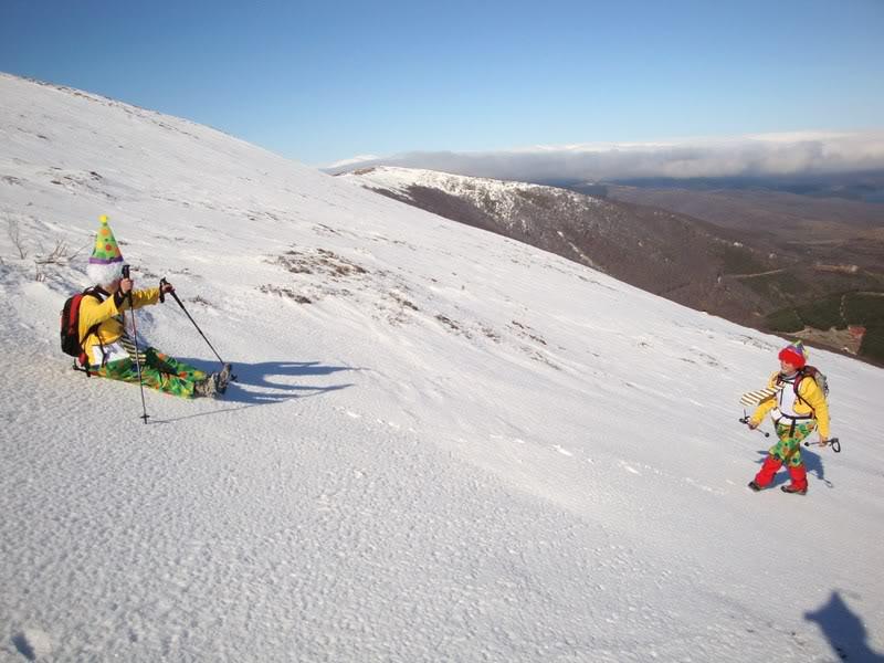 Haciendo el payaso subiendo al Pico Mencilla 1.932m. MENCILLA231