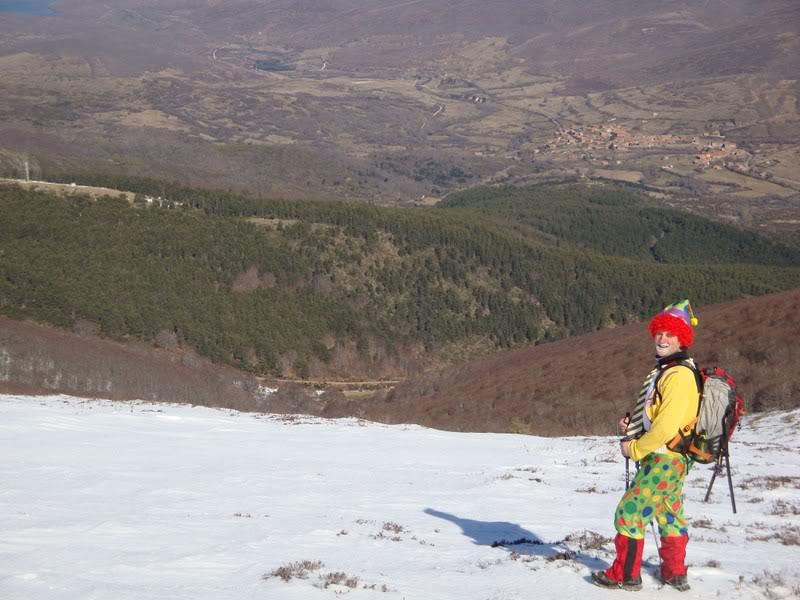 Haciendo el payaso subiendo al Pico Mencilla 1.932m. MENCILLA235