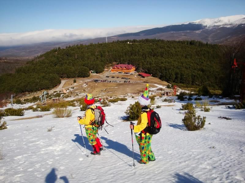 Haciendo el payaso subiendo al Pico Mencilla 1.932m. MENCILLA259