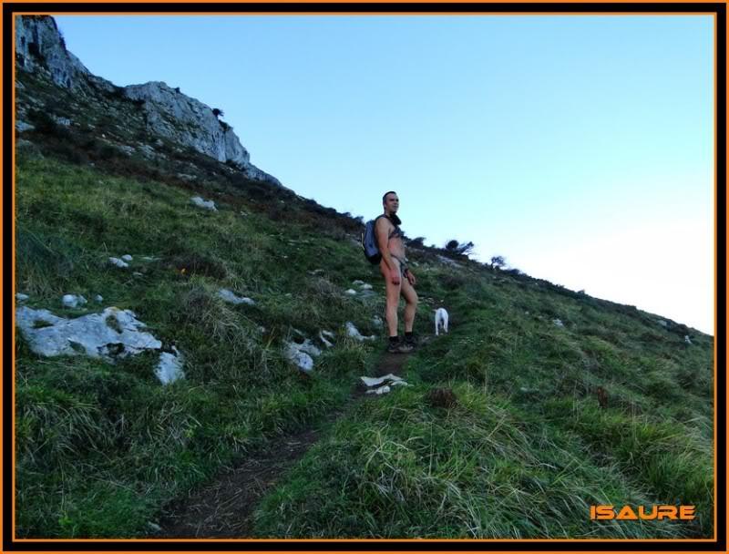 Ascensión nudista al monte Candina 498m. 24