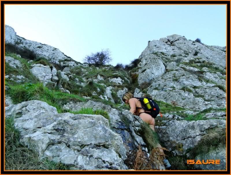 Ascensión nudista al monte Candina 498m. 30