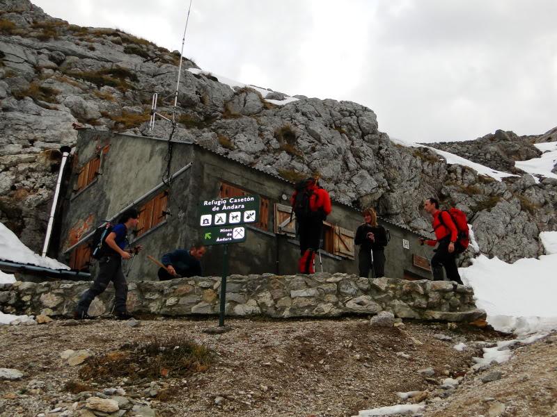 Pico Valdominguero 2.265m. desde Jito de Escarandi DSC07393
