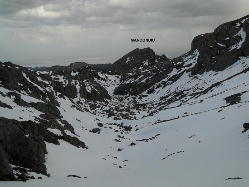 Pico Valdominguero 2.265m. desde Jito de Escarandi DSC07424