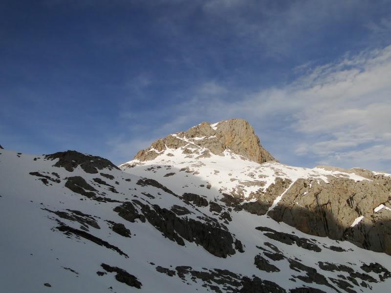 Pico Valdominguero 2.265m. desde Jito de Escarandi DSC07428