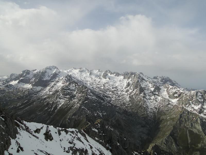 Pico Valdominguero 2.265m. desde Jito de Escarandi DSC07466