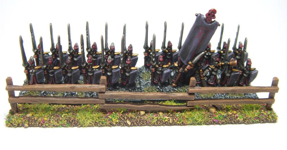 [Warmaster][Elfes-Noirs] Gardes Noirs (proxi lanciers) Warmaster054-1