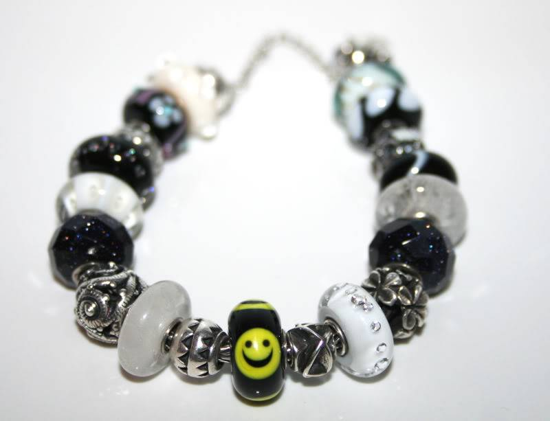 Show your bracelet with the smiley bead! Lucysmilie