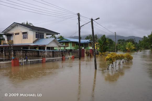 Inondation Sarawak  (Bornéo) Serian6-flood310109