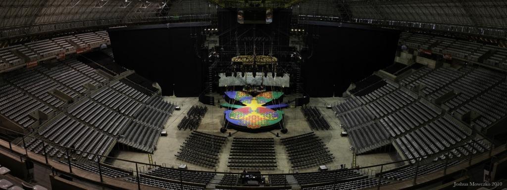 Gira 'MDNA Tour' 2012 >> Información y rumores - Página 49 PALAU_SANT_JORDI_FROM_HOUSE